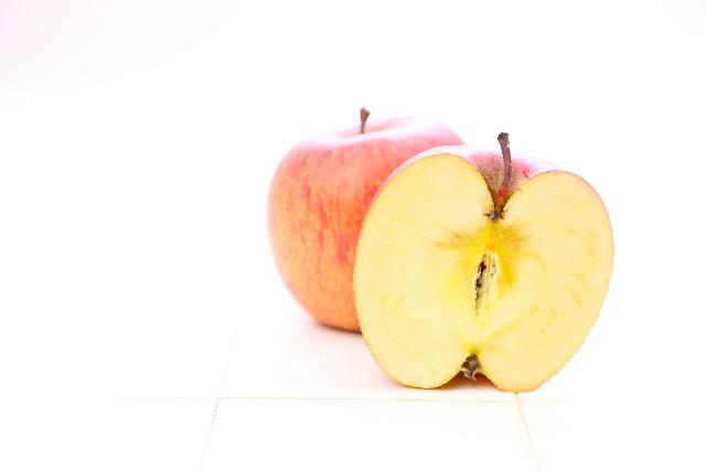 切ったリンゴを放置しておくと断面が茶色く変色するのも「酸化」によるもの