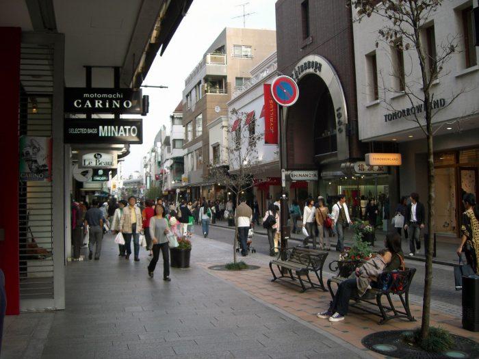 最先端ファッションの発信地として多くの人が押し寄せた「横浜元町商店街」