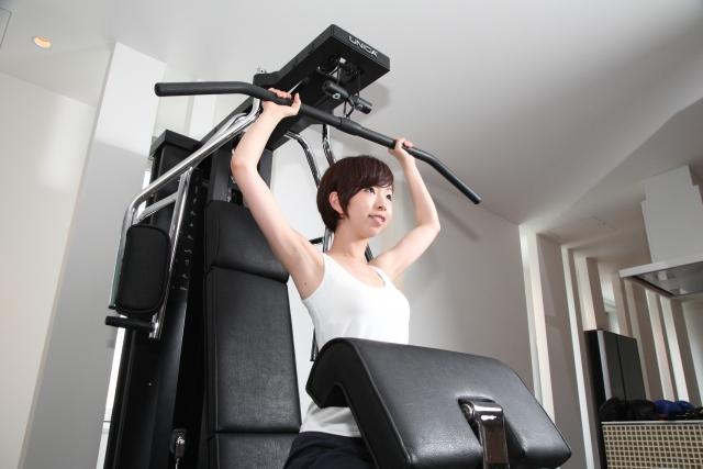 大胸筋を適度に鍛えることで憧れの上向きバストを維持することができます。