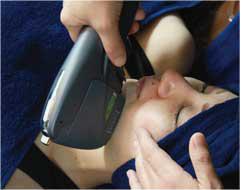 肌表面にダメージを与えることなく、狙った部分の脂肪細胞へ直接照射