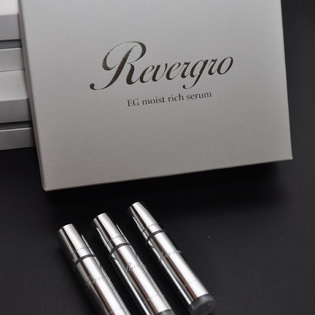 専用美容液『リバグロ』。リブセラと併用することでその美肌力がさらに高まる。